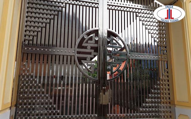 cổng inox chữ phúc 3