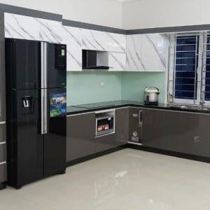 tủ bếp cánh acrylic vân đá